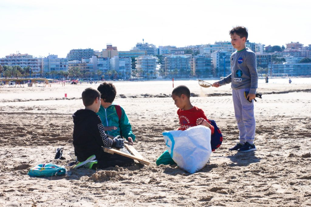 kids looking for microplastics